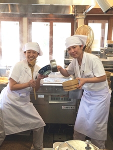 丸亀製麺鴻仏目店のバイトメイン写真