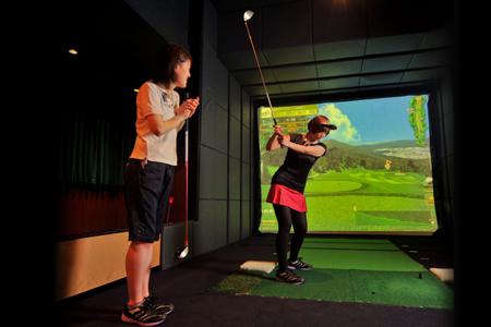 ゴルフバー&ダイニング 新橋ゴルフスタジオのバイト写真2